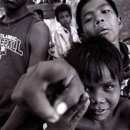 Cambogia, Sihanoukville – Bambini di strada glue sniffers